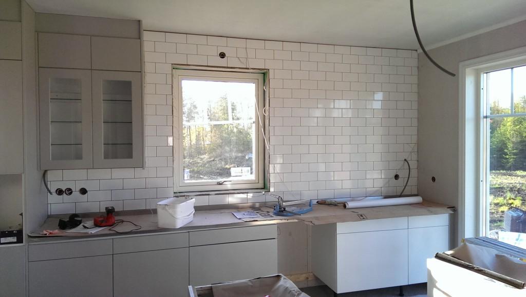 Vansinnigt snyggt vägg bakom diskbänk